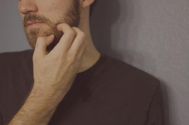 Por qué me pica la barba? Tenemos tu solución | Barbería Online