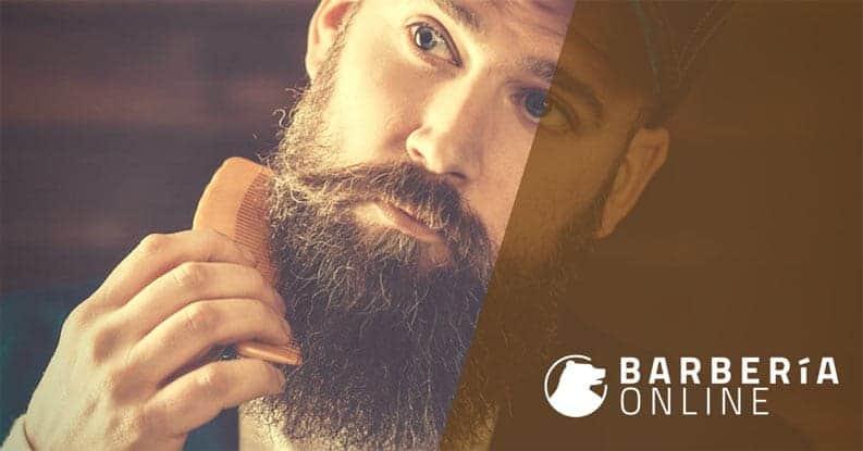 Cepillar y peinar la barba para dar el 100%